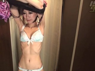 Dressing Room: Cougar Poon Caught